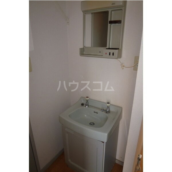 メイローズ 105号室の洗面所