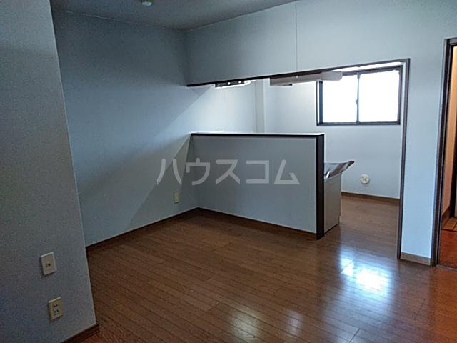 グリーンハイツ三澤パート6 B201号室のリビング