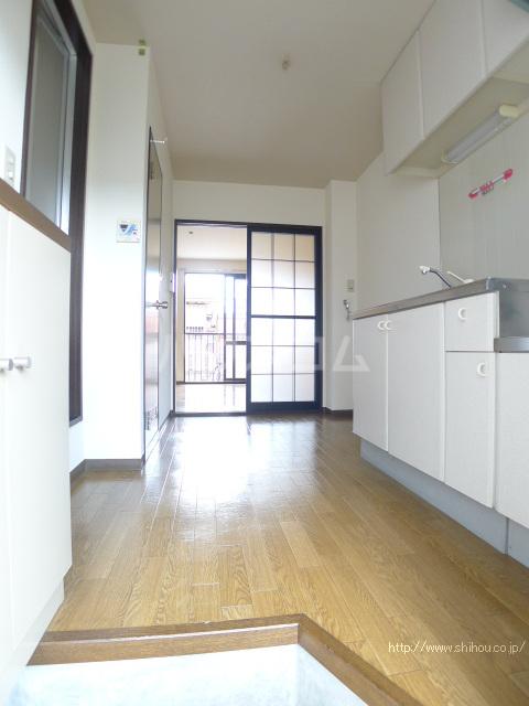 レジデンス斉藤 102号室の玄関