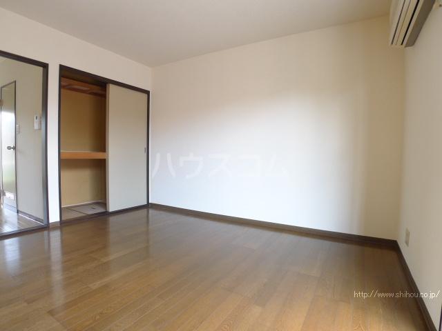 レジデンス斉藤 102号室のベッドルーム