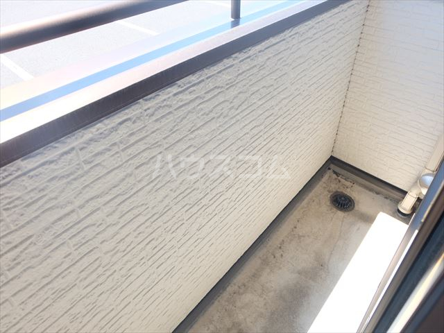 レジデンスアルタⅢ 102号室のバルコニー