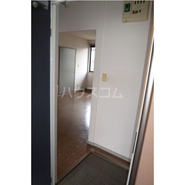 サンライフサテラ 202号室の玄関