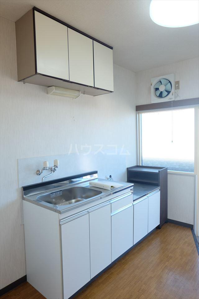 シャトーF 302号室のキッチン