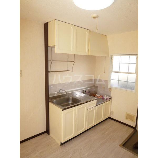 ホワイトハイツ宝木 103号室のキッチン