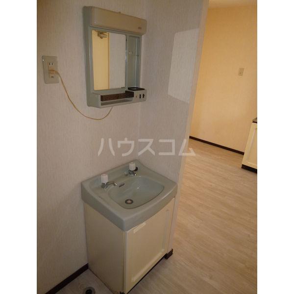 ホワイトハイツ宝木 103号室の洗面所
