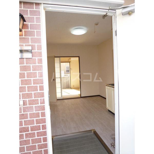 ホワイトハイツ宝木 103号室の玄関