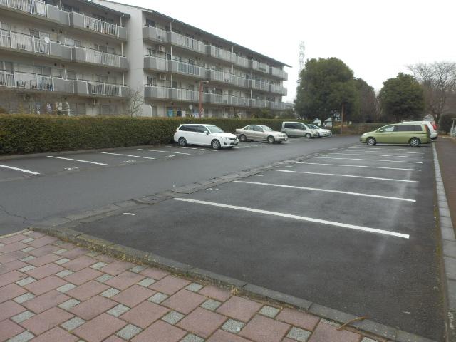 ルミエール薬師寺 203号室の駐車場