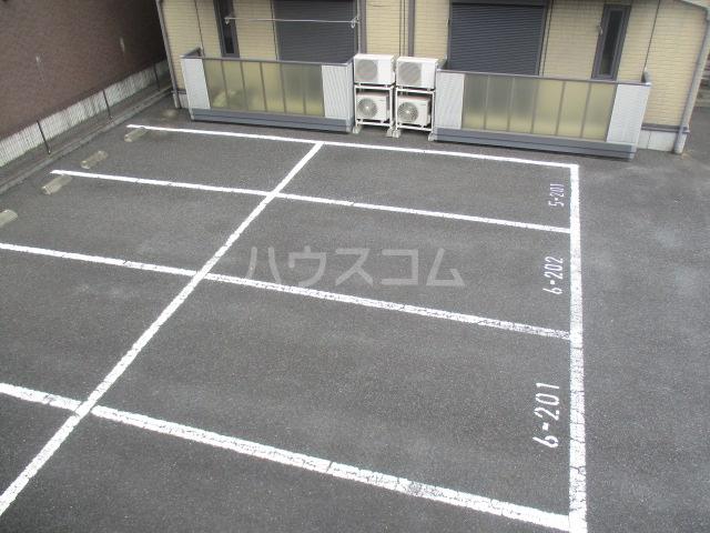 タウニィ・コスモスⅤ 202号室の駐車場