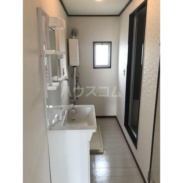 ドミールカガワ B 202号室の洗面所