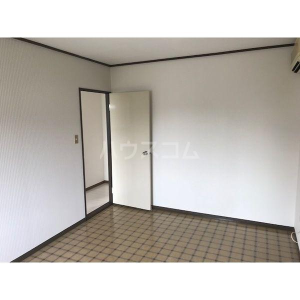 ドミールカガワ B 202号室のベッドルーム