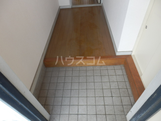 コーポサングレー 302号室の玄関