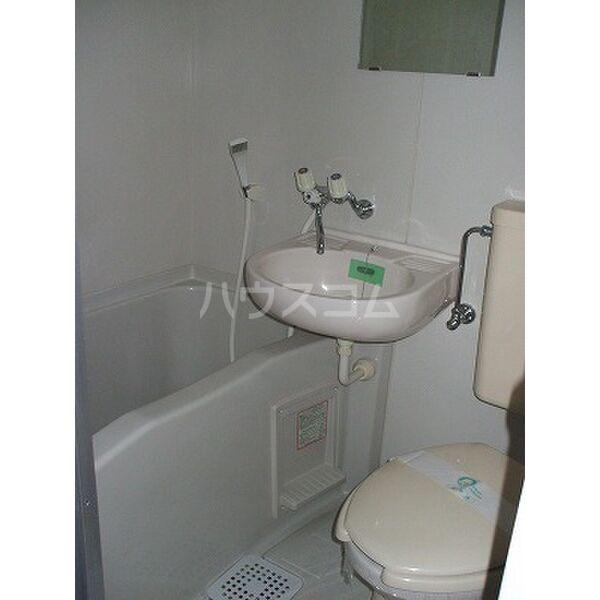 ビーラインホンザワ 101号室の洗面所