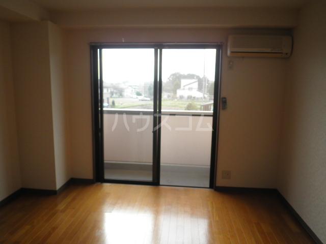 フォレストヒルズ 206号室の居室