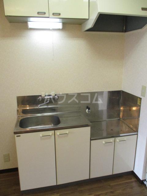 フォレストヒルズ 302号室のキッチン