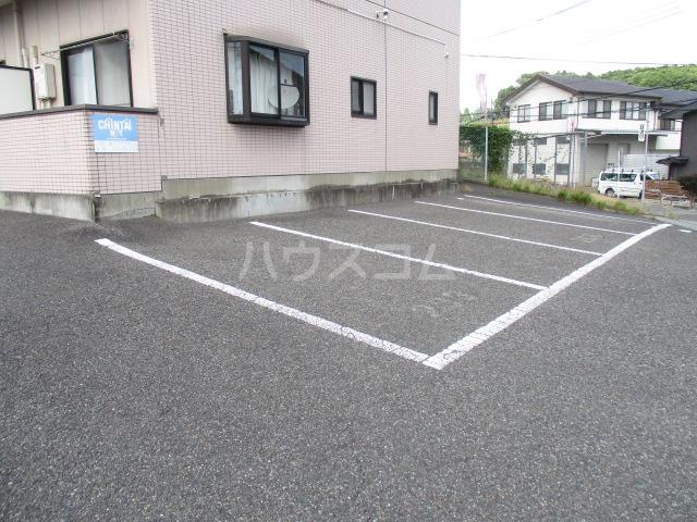 フォレストヒルズ 302号室の駐車場