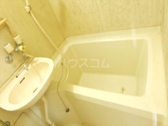 メゾンドココ 302号室の風呂