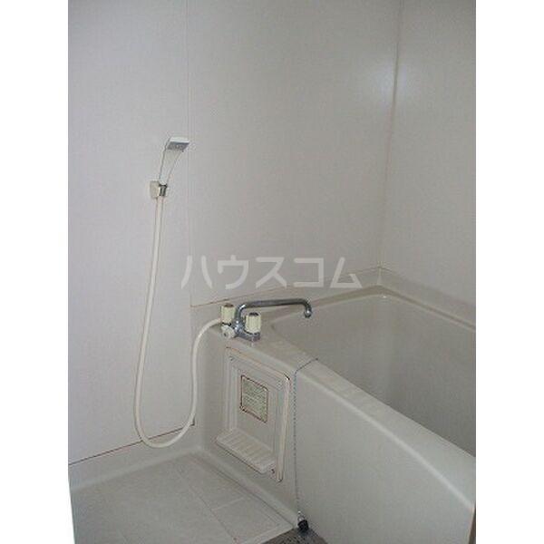 ベルシオンB 202号室の風呂
