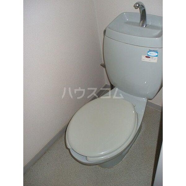 ベルシオンB 202号室のトイレ