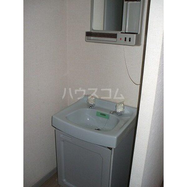 ベルシオンB 202号室の洗面所