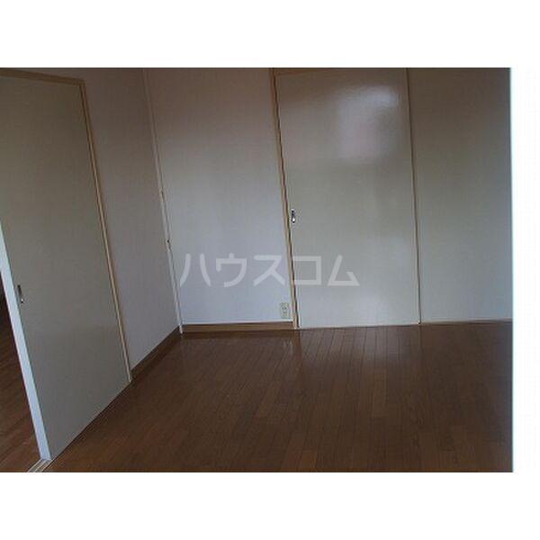 ベルシオンB 202号室のベッドルーム