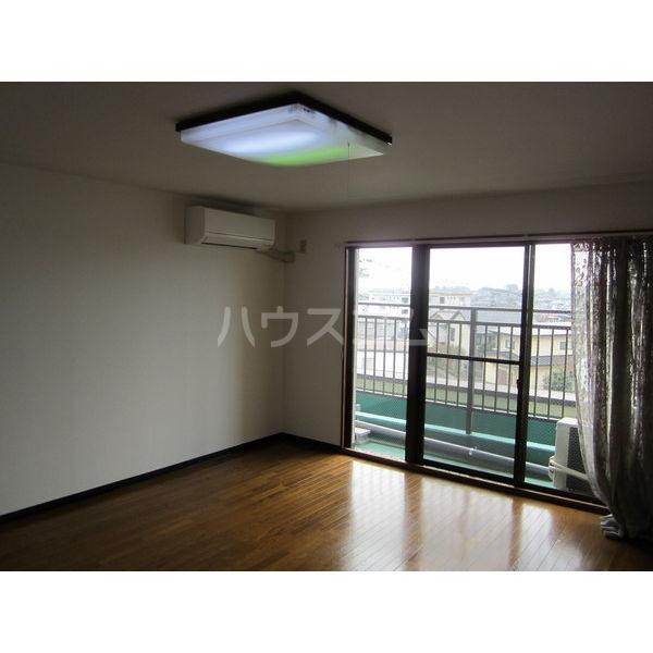 稲葉ビル 3-C号室のリビング