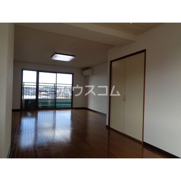 稲葉ビル 3-D号室のリビング