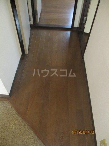メゾンスリーゼ B 102号室の玄関