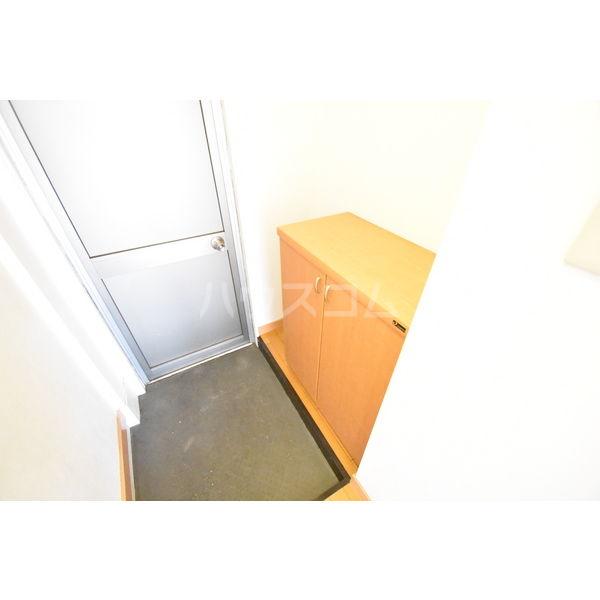 錦コート 303号室の玄関