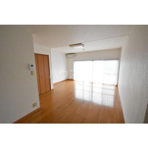 錦コート 303号室のベッドルーム