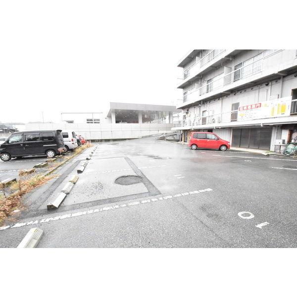 錦コート 303号室の駐車場