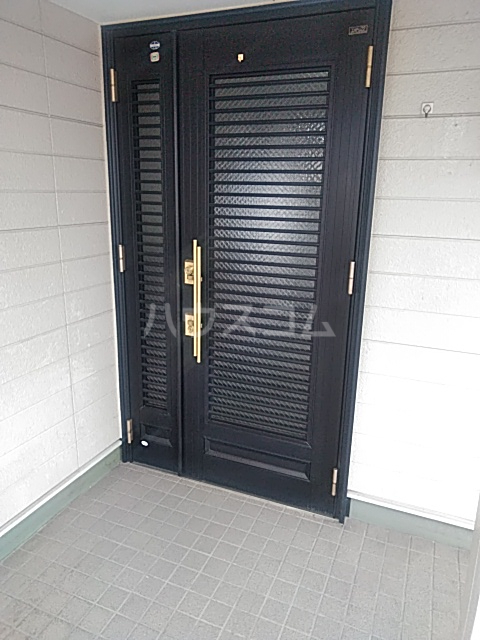 三番町貸家の玄関