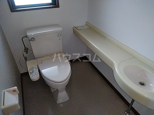 三番町貸家のトイレ