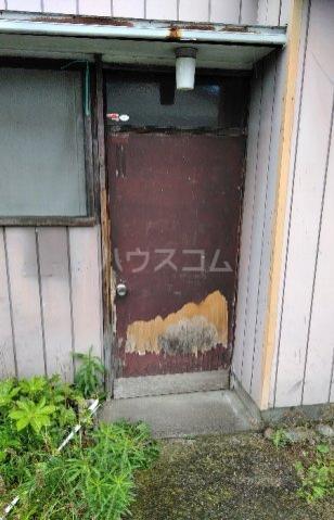 ビレッジ江曽島17号棟の玄関