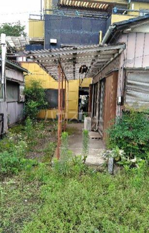 ビレッジ江曽島17号棟の庭
