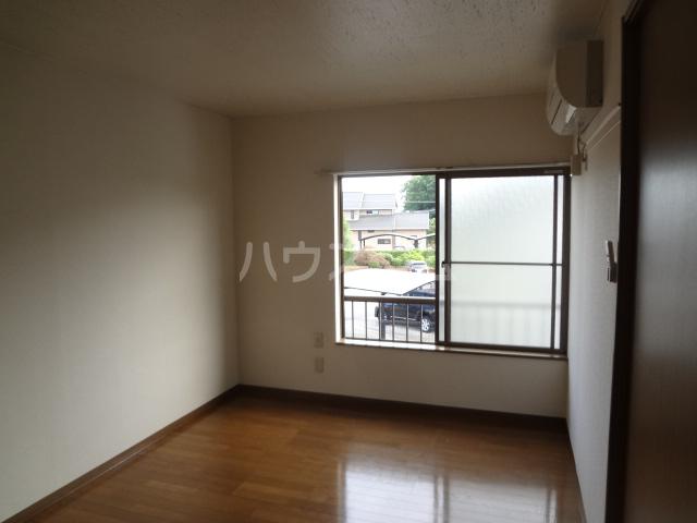 ベルジュ 203号室の居室