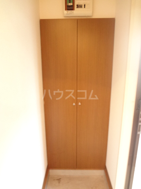 ベルジュ 203号室の玄関