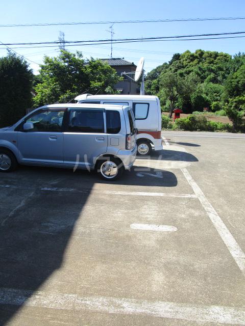 ル・ドルトア大塚 205号室の駐車場