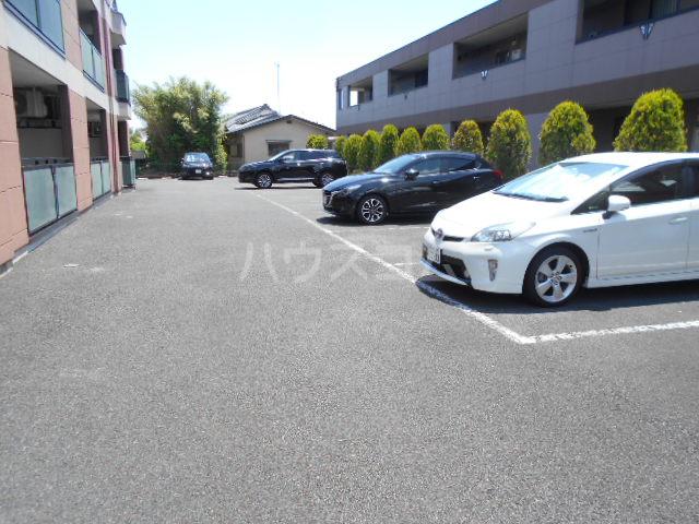 レインボーⅠ 102号室の駐車場