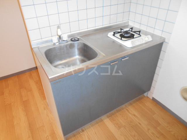 ジュネス西湘 408号室のキッチン