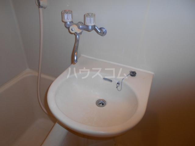 ジュネス西湘 408号室の洗面所