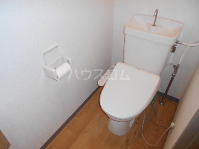 ジュネス西湘 408号室のトイレ