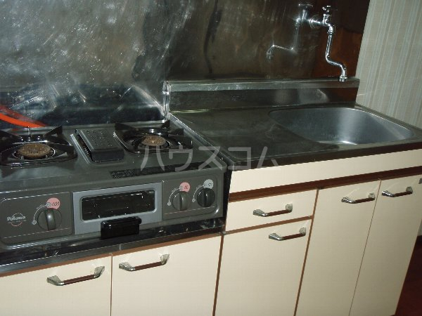 小狩荘 105号室のキッチン