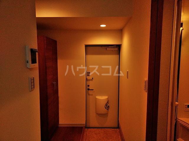 ジョイハウス日暮里 1号室の玄関