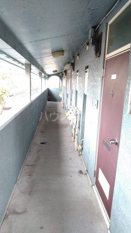 ロイヤルハイツ杉山 205号室のエントランス