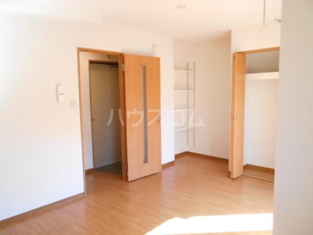 パレス・ユートピア 01020号室の居室