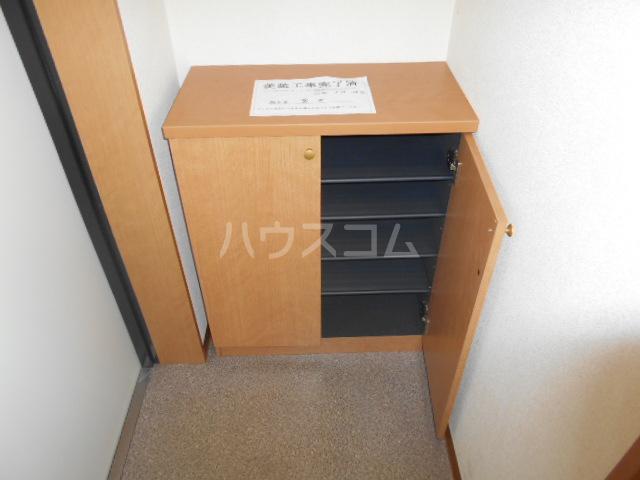 パレス・ユートピア 01020号室の玄関