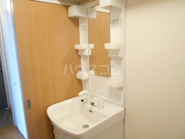 ファミール高野台 202号室の洗面所