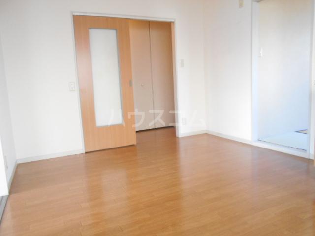 ファミール高野台 202号室の居室