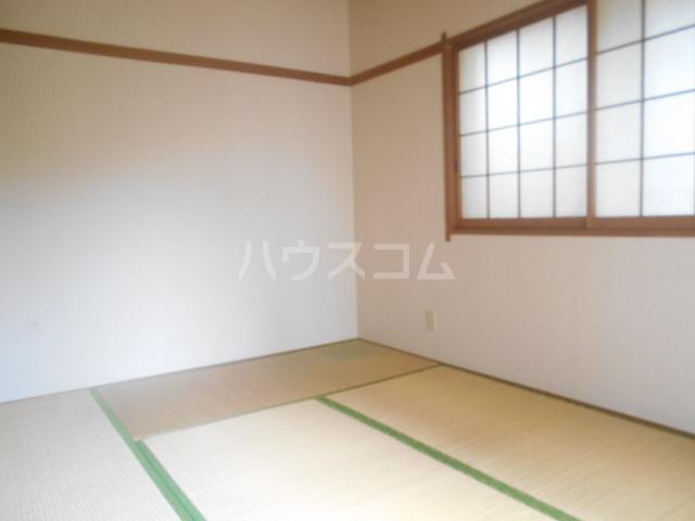 ロイヤルハイツ三浜 101号室の居室