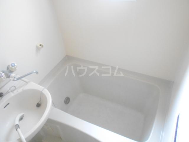 ロイヤルハイツ三浜 101号室の風呂